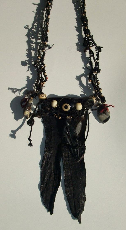 Crow-Eye-Amulet-detail-Mo2014