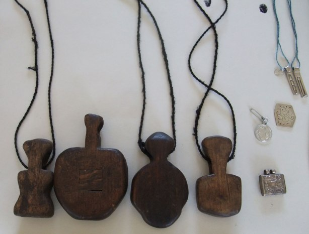amulets-New-Guineau-and-Roz