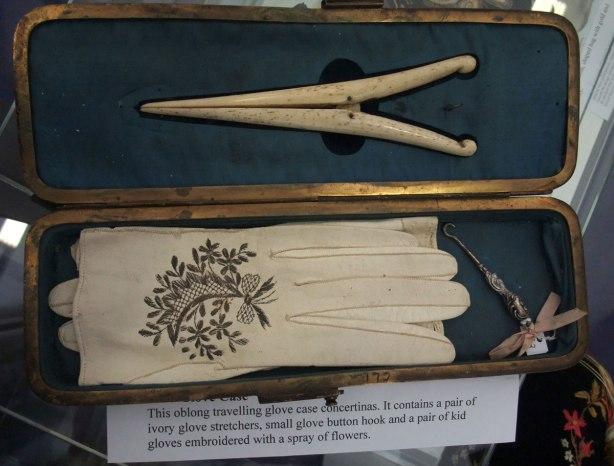 antique-glove-case