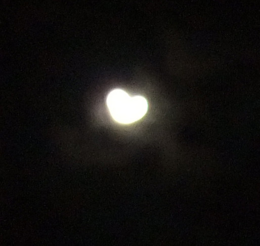 heart-shaped-moon
