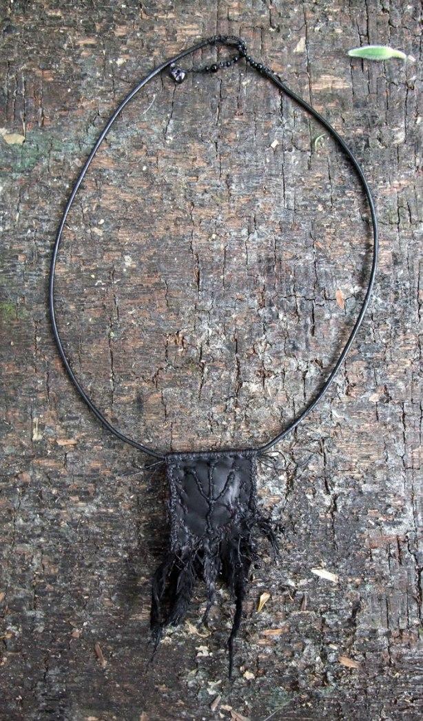 crow-amulet-VII-Mo15-back