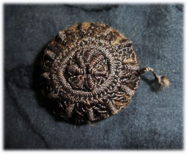 hair-memento-mori-button